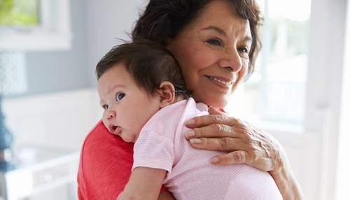 Büyükannelere Bebek Bakım Parası Verilecek